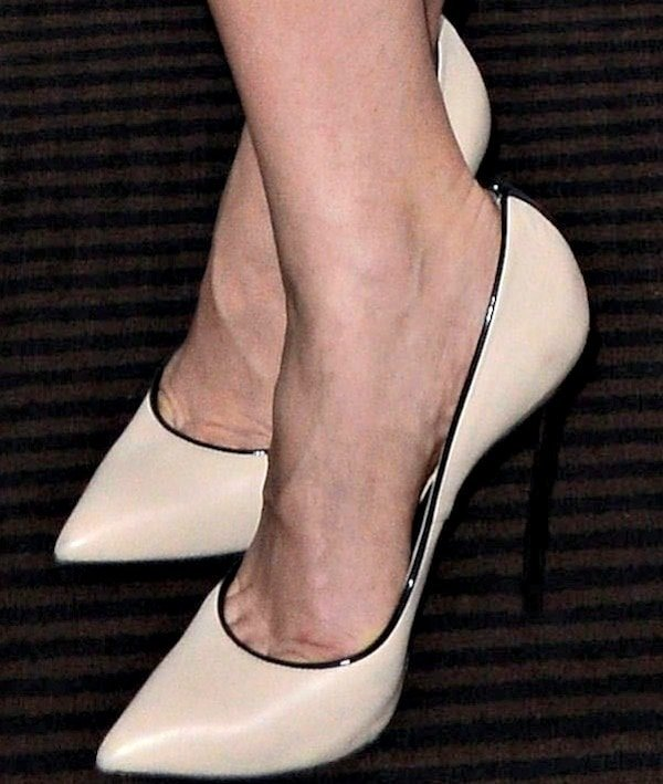 Natalie Dormer flaunts her gorgeous feet in pumps from Casadei