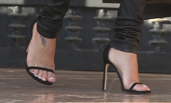 Naya Rivera rocks the popular Nudist heels