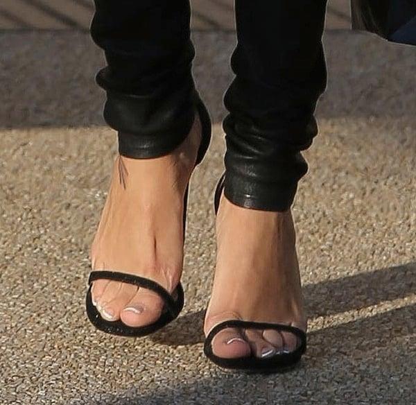 naya-rivera-shoes-shopping3