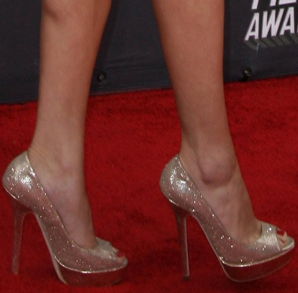 Selena Gomez shows off her feet in Jimmy Choo shoes