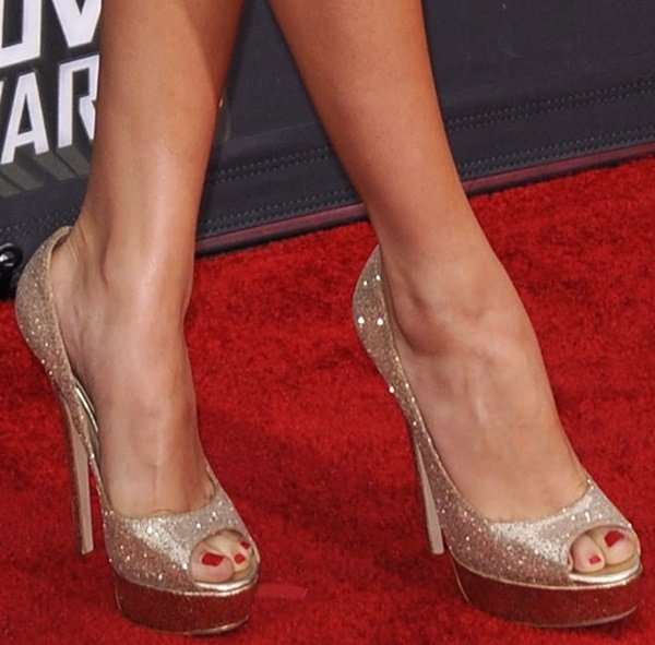 0cc1201abcf4 Selena Gomez shows off her sexy toes in glittered Jimmy Choo peep-toe pumps