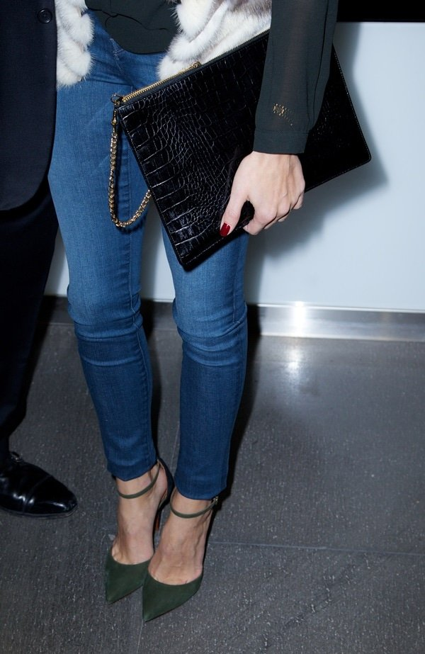 Olivia Palermo carries a large black envelope clutch