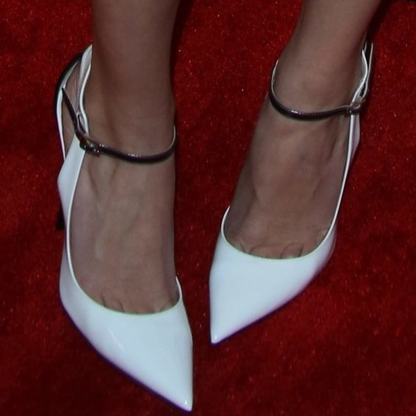 """Allison Williams showing off toe cleavage in Jimmy Choo """"Maiden"""""""