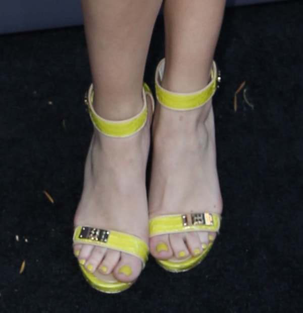 Bridget Kelly wearing neon sandals