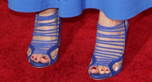 Kaley Cuoco's feet in blue suede strappy sandals