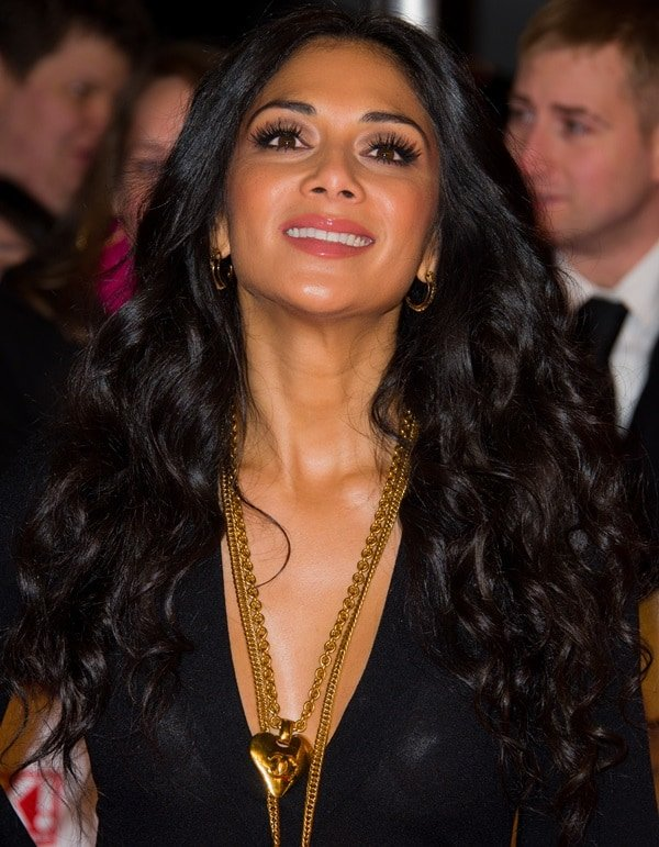 Nicole Scherzinger covered her nipples with nipple covers