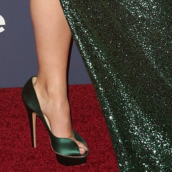 Olivia Wilde shows off her feet in Daphne pumps from Charlotte Olympia