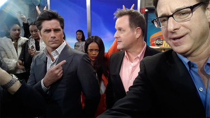 Rihanna photobombed the 'Full House' cast and even managed to do the very rare double bunny ears in this picture posted by 'Good Morning America' on Twitter