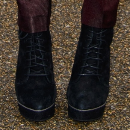 Suki completed her androgynous look with a pair of black suede platform wedge ankle boots