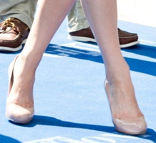 Alexandra Daddario wearing nude round-toe pumps