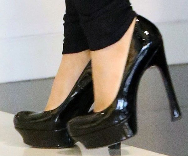 Ariana Grande wearing adorable retro-style pumps from Pour La Victoire