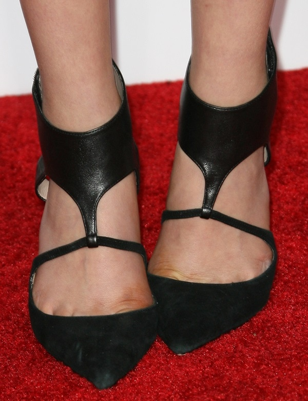 "Bailee Madison's pretty feet in Jean-Michel Cazabat ""Evangelina"" pumps"