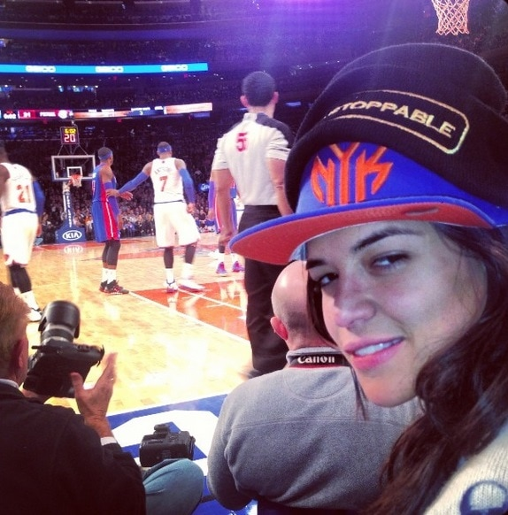 cara delevingne jessica rodriguez knicks pistons game kiss courtside january 7