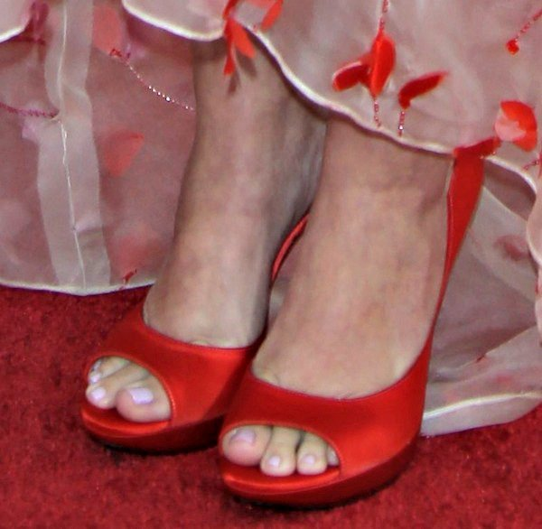 Drew Barrymore shows off her feet in Epine pumps in luscious red from Roger Vivier