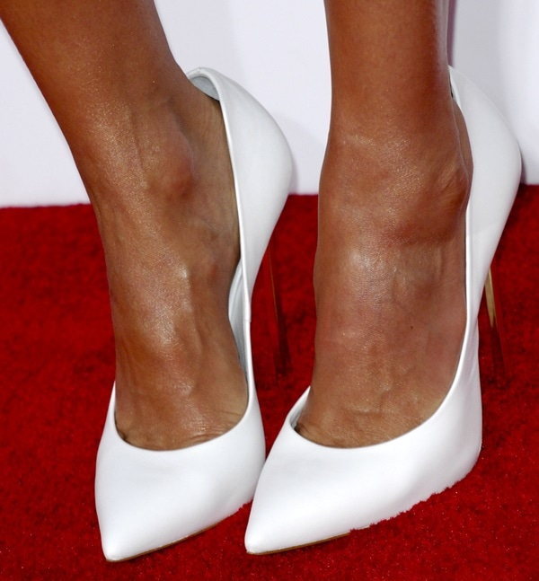 Jessica Alba's sexy feet in pointy pumps from Casadei