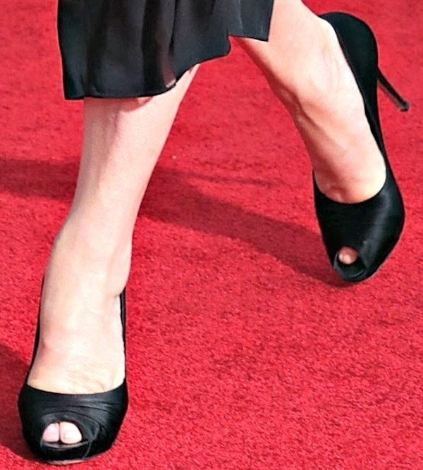 Meryl Streep shows off her feet in peep-toe heels in black satin