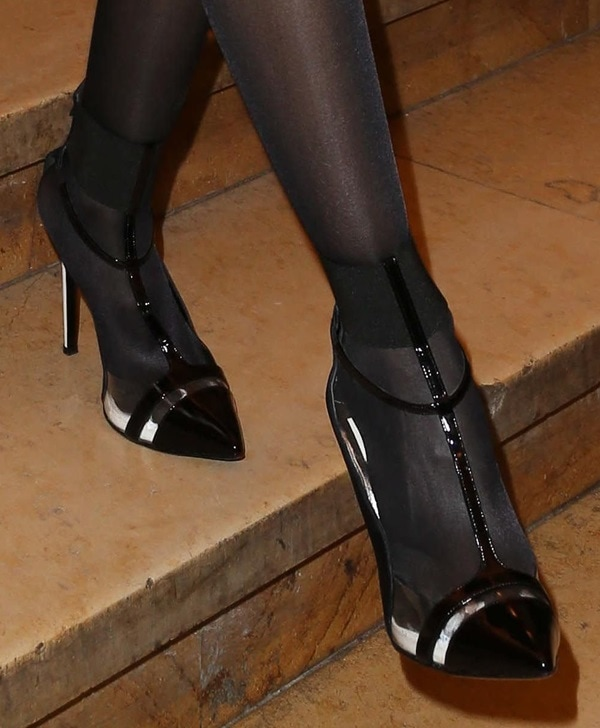 A closer look at Sofia Essaidi's t-strap pumps, which are similar to Paz Vega's shoes