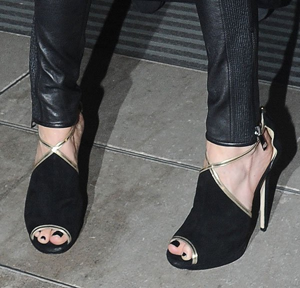 "Cat Deeley shows off her pedicure in a pair of black ""Farley"" sandals"