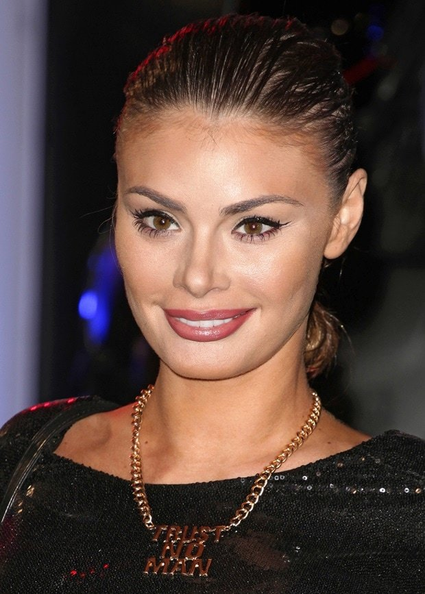 "Chloe Sims shows off her ""Trust No Man"" necklace from Holly Hagan"
