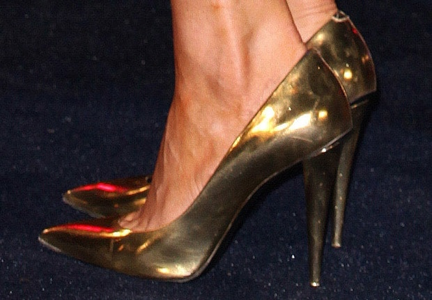 Chloe Sims' sexy feet on display in gold pumps