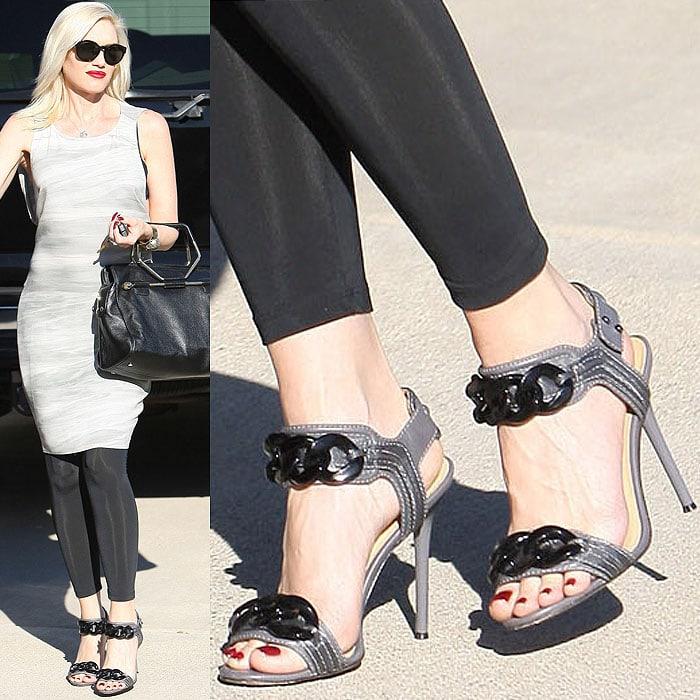 Gwen Stefani wearing black chain gray sandals