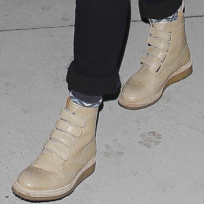 Jessica Alba wearing Weber Hodel Feder brogue boots
