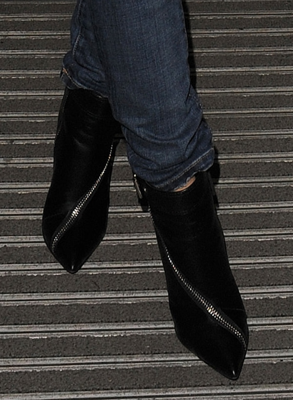 Kylie Minogue styled her jeans with Giuseppe Zanotti asymmetrical zip boots