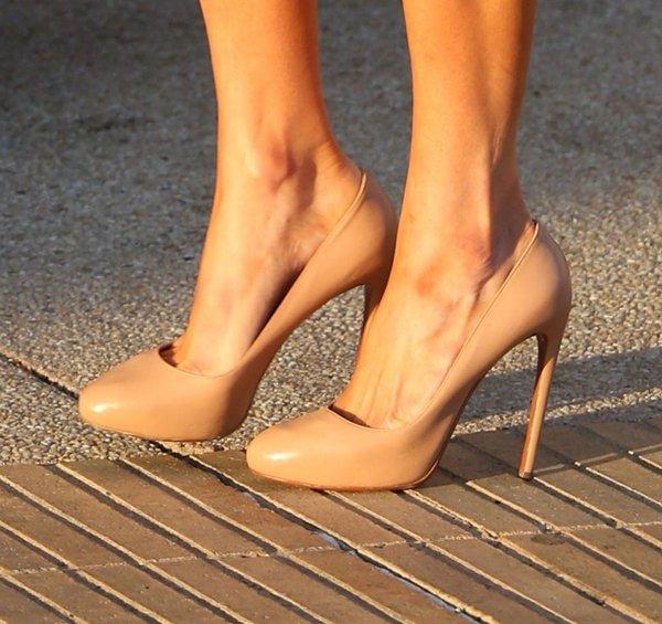 Paris Hilton Nude Pumps2