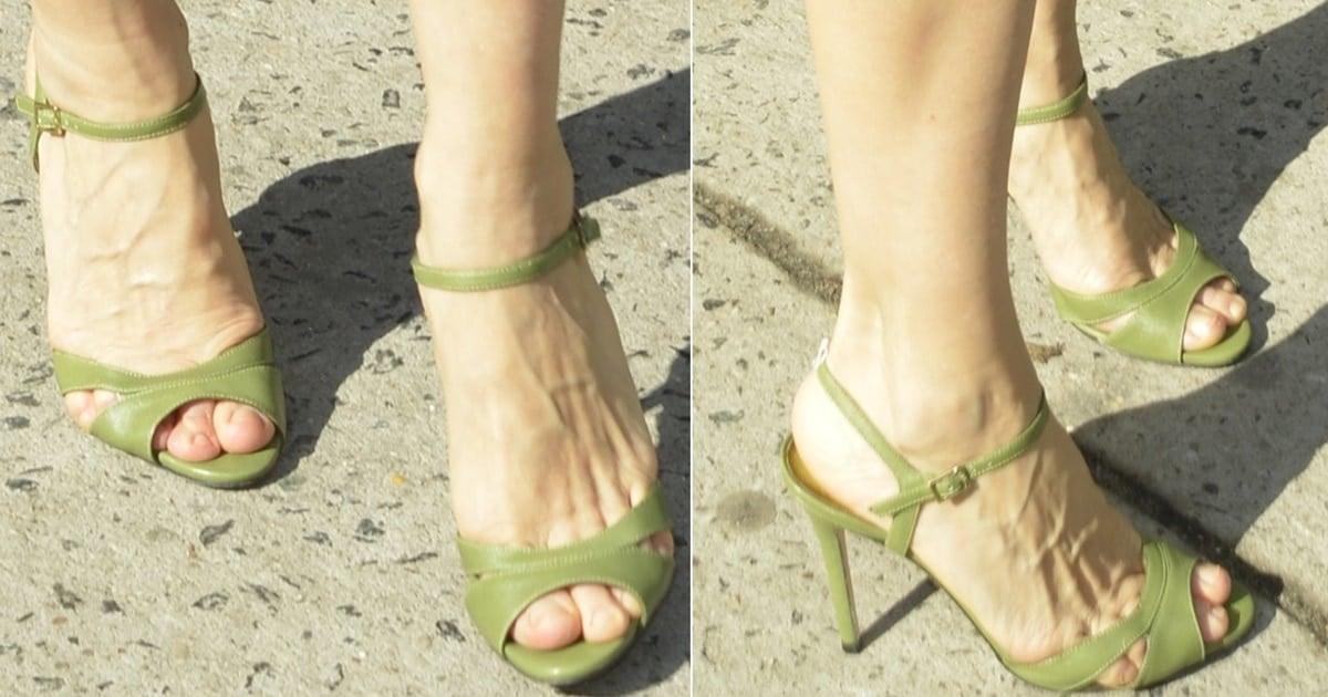 Sarah Jessica Parker Shows Off Deformed Feet In Sjp Anna