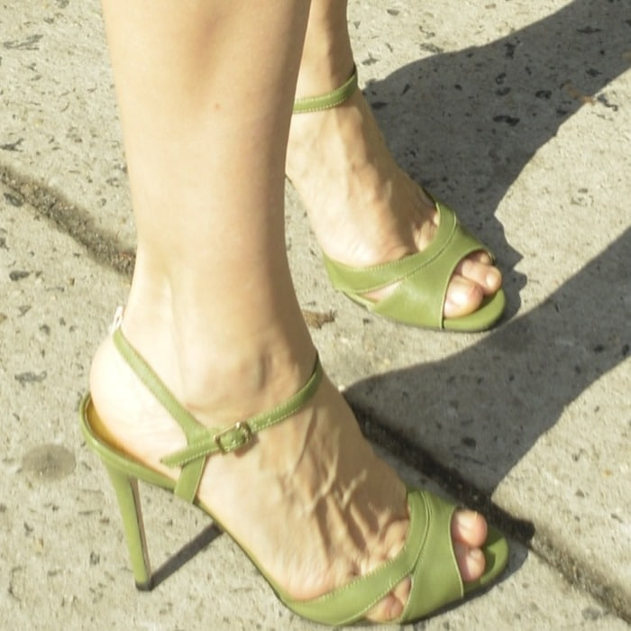Sarah Jessica Parker'spinky toe peeking out of the straps