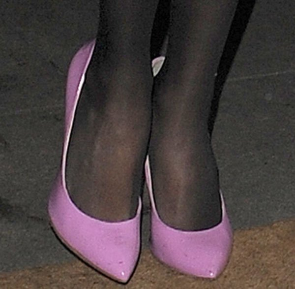 Selena Gomez in pink pointed toe shoes