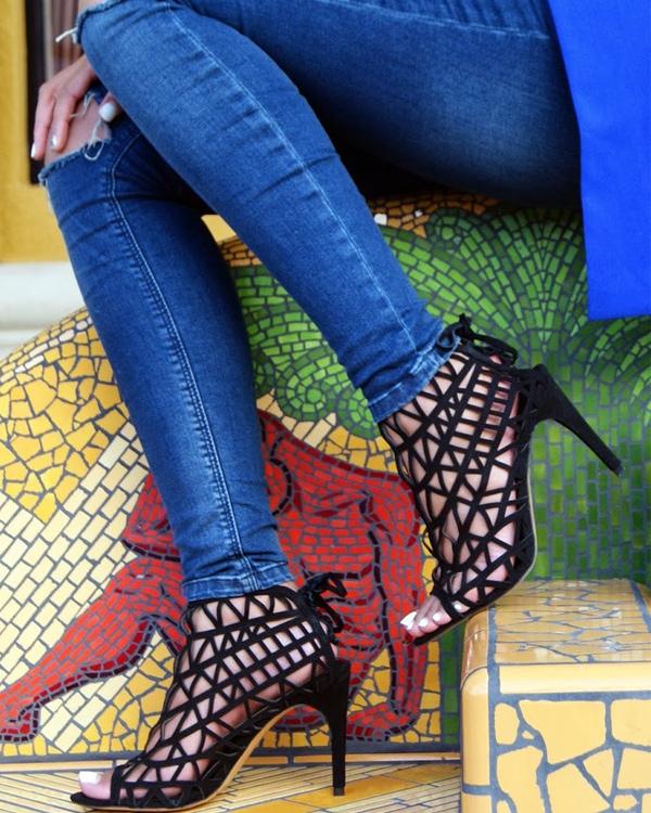Slim Shay D black caged sandals
