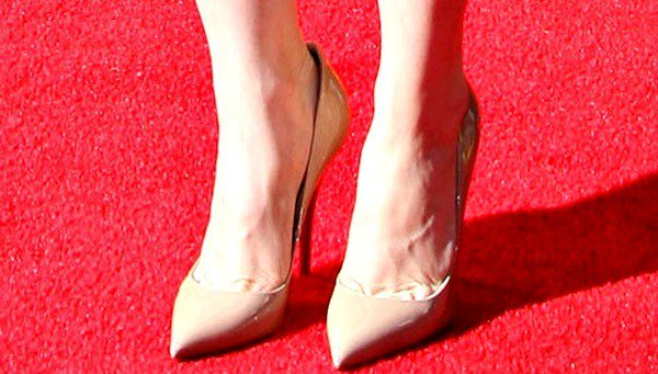 Alison Brie finished off her look with nude heels
