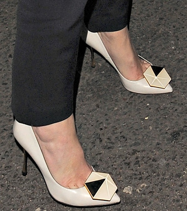 "Anna Friel's ""Hexagon"" pumps from Nicholas Kirkwood"