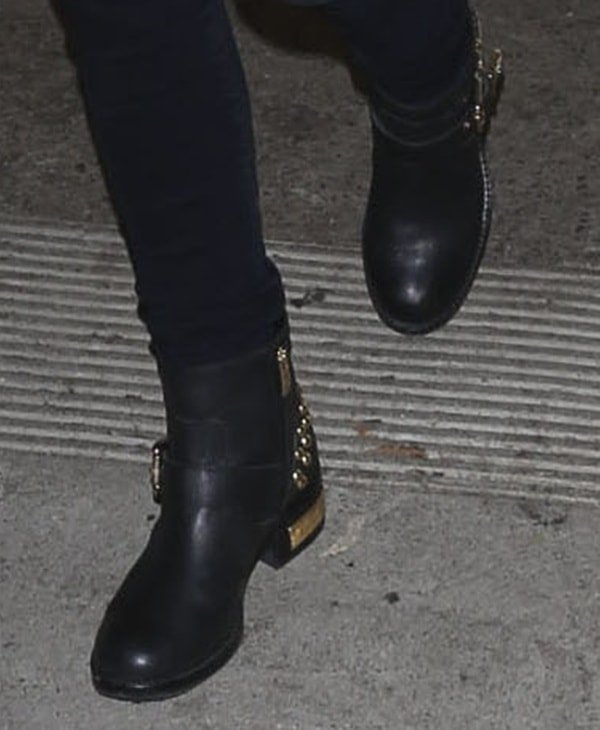 Anna Kendrick's favorite black boots