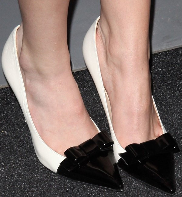 Bella Thorne in monochromatic heels with bow accents