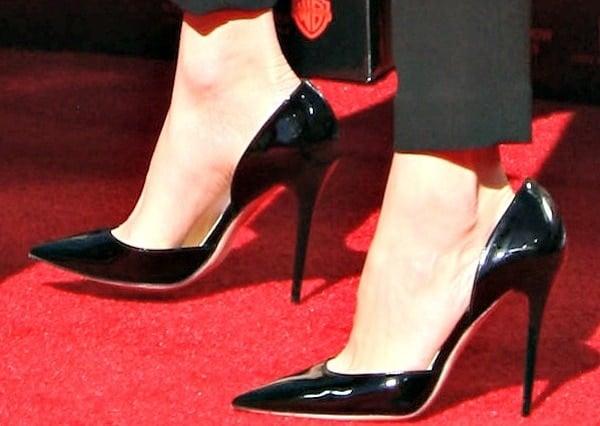 Elizabeth Banks rockingblack patent leather pumps from Jimmy Choo