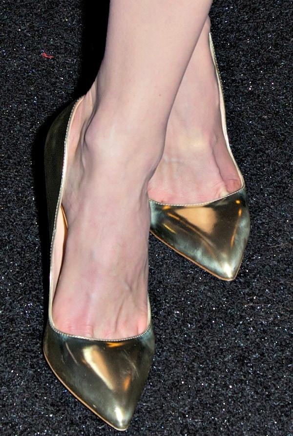 """Emmy Rossum's feet ingold """"Elba"""" pumps from Rupert Sanderson"""