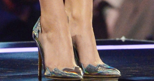 Katy Perry'smetallic pumps from Rupert Sanderson