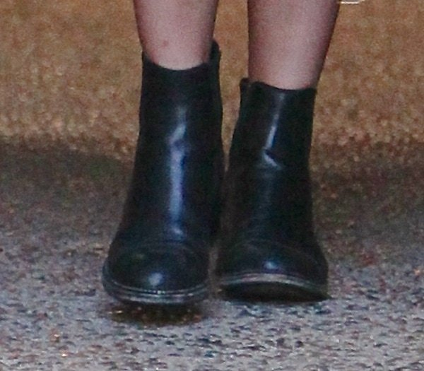 kylie jenner leaving LA salon shoe closeup2