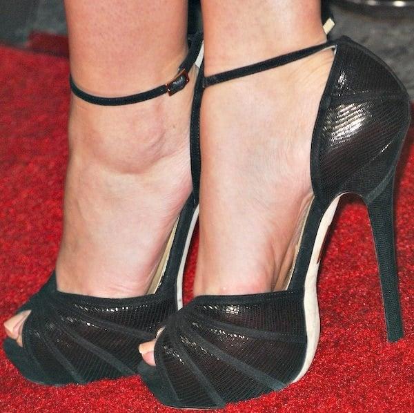 Sarah Hylandshowing off her feet in Jimmy Choo