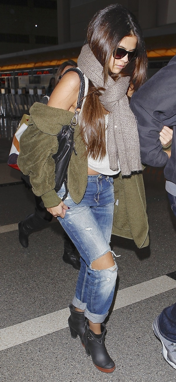 Selena Gomez' frumpy green jacket was hardly even shrugged on