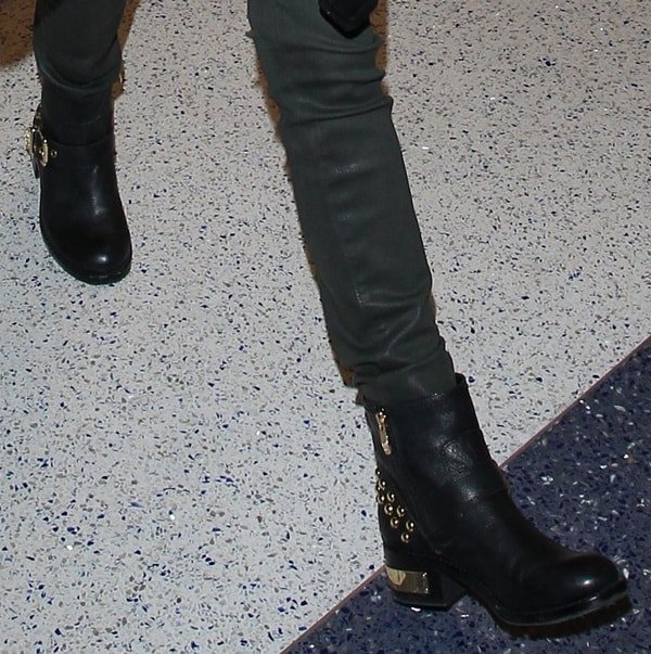 Anna Kendrick'sstudded gold-heeled boots