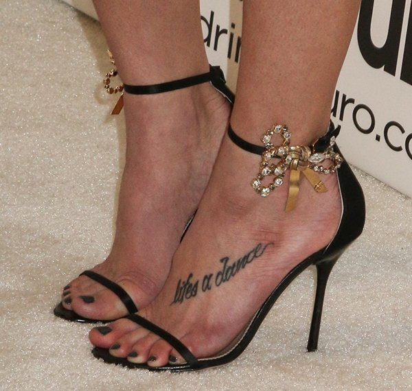 Ashley Greene's feet and pedicured toes