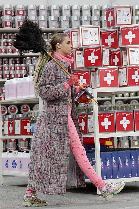 Cara Delevingne Chanel fall 2014 show