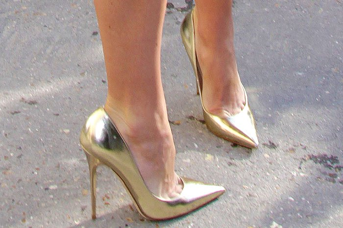 Keira Knightley gold pumps