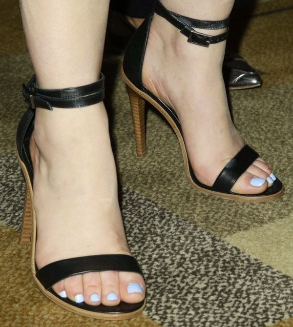 Lucy Hale showed off her sexy feet and toes