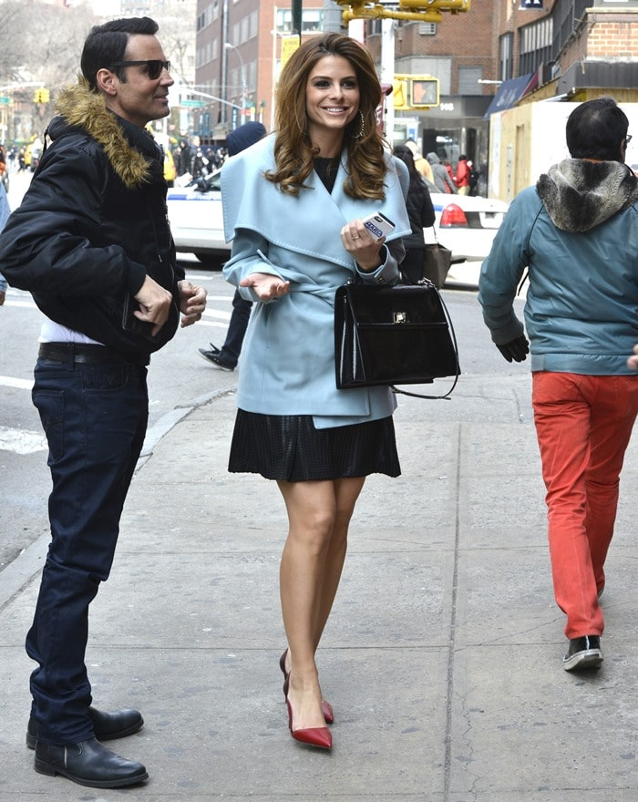 Maria Menounos styled her blue jacket and black skirt with two-tone pumps