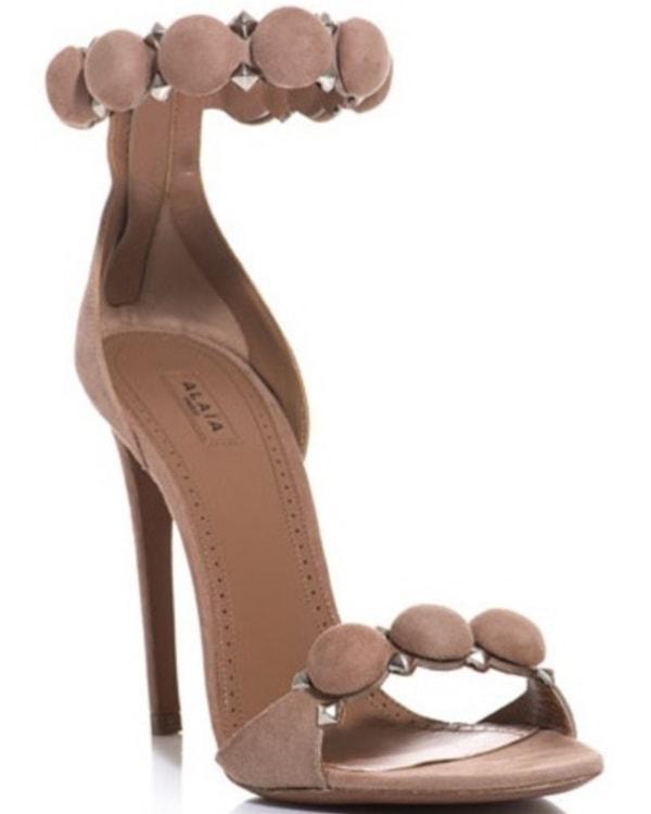 Alaïa Circle Sandals in Nude