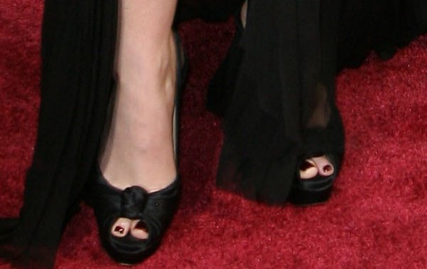 """Anna Kendrick's toes peeping out of her""""Jenny Sling"""" pumps byChristian Louboutin"""